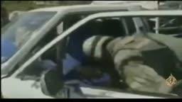 مصري مع قوات الاحتلال الامريكي لاعتقال العراقي